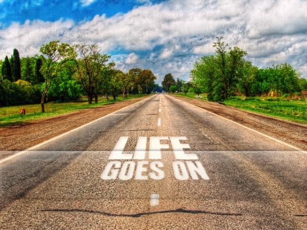 viata merge mai departe